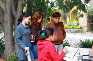 students and teacher a the art insitute