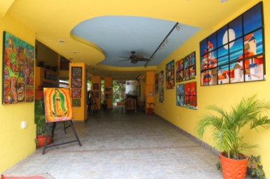 One of several galleries on La Qunita with original art work