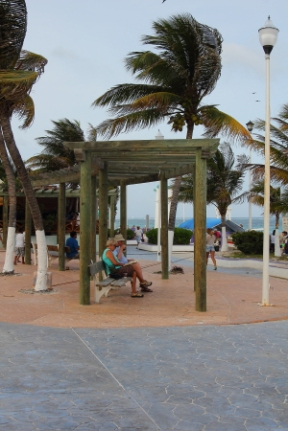 a good place to relax and enjoy the scenery, this boardwalk park is part of the town plaza (zocala) in the center of town between the main pier and pelican's pier where people relax, enjoy the view and special events