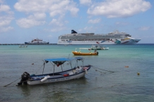 One of the locations where cruise ships drop anchor near Plaza Central and Avienda Rafael Melgar
