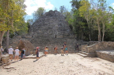 Located in the Coba group of structures, it is 24 meters high and is the place where rituals were carried out