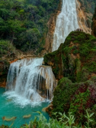 There are 5 cascading waterfalls with on each side of the river that climbs to the top El Chiflon wateralls