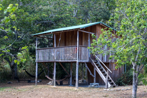 Cabin in the Vilcabamba nature reserve