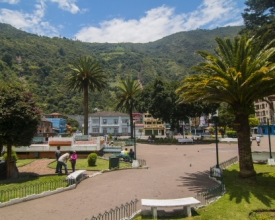 One of 2 town squares in the center of Banos