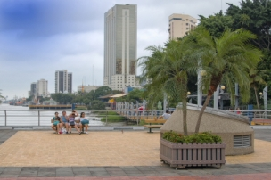 A view of the malecon looking towards the commercial area